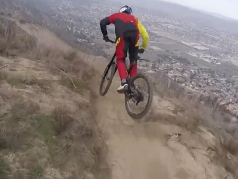 Vidéo / Loïc Bruni a bien en main son nouveau vélo, merci pour lui
