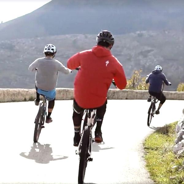 Vidéo: Wheeling race au col de Vence by GenepiFilm