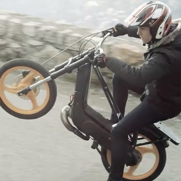 Vidéo: Le remake Génépi Film de la pub Fiat 500X