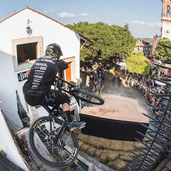 Vidéo: Rémy Métailler remporte la Taxco Urban DH 2017