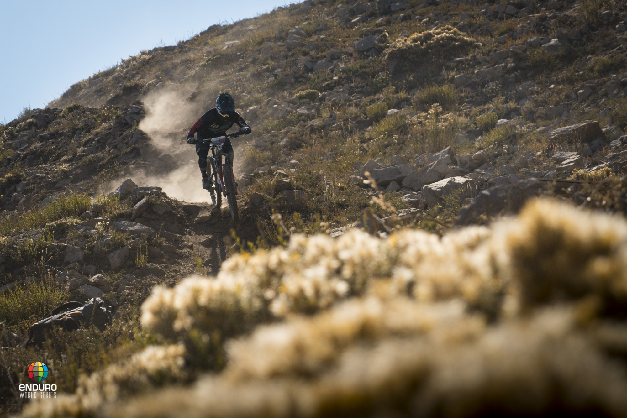 Adrien Dailly leaves a wake of dust on his way down stage 3.