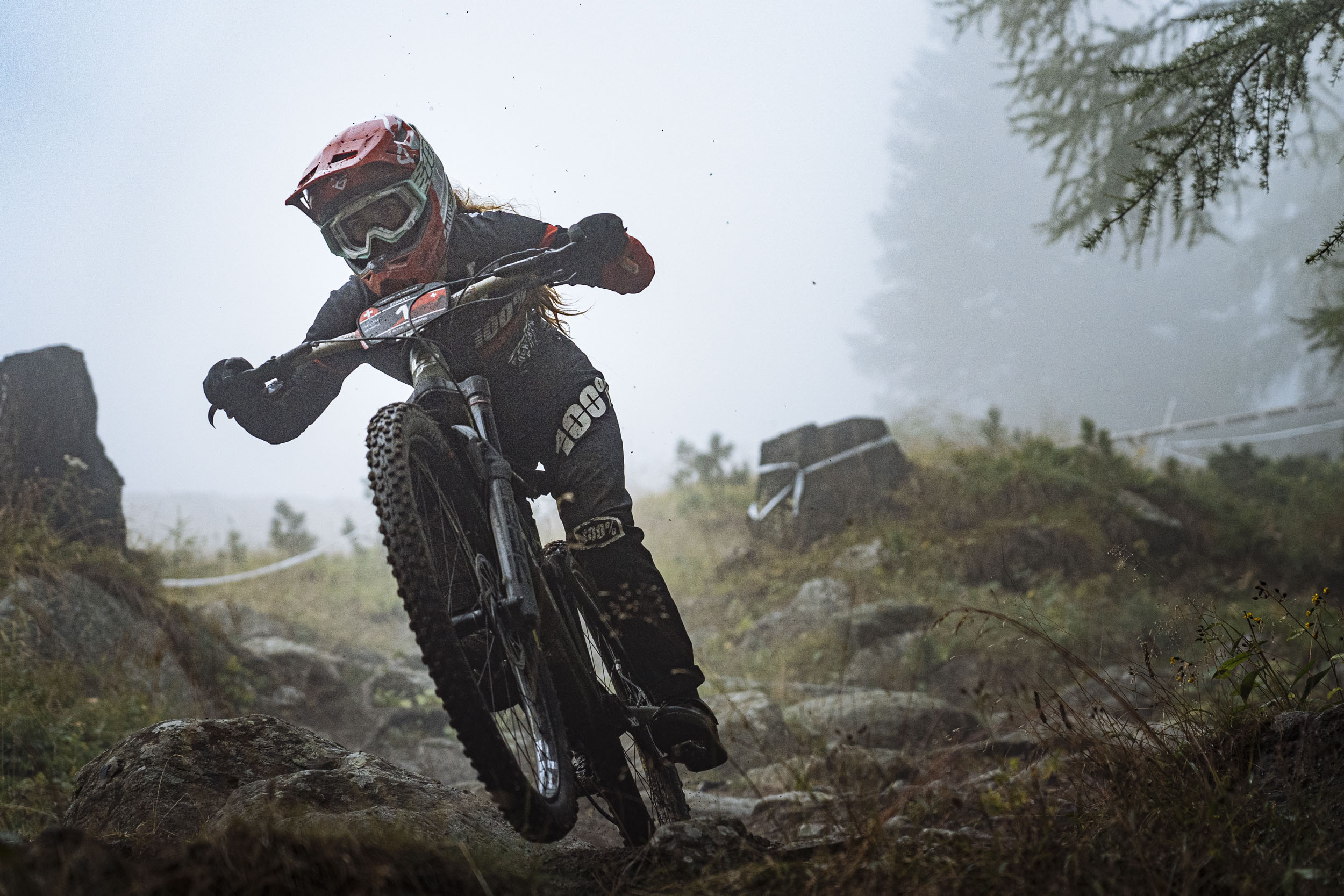 Isabeau Courdurier put down another dominating performance for her new race team.